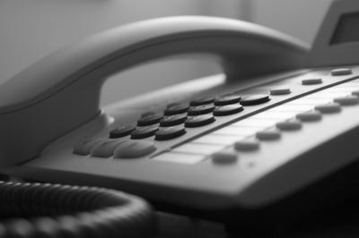 Telefon3_R_K_B_by_Michael Grabscheit_pixelio.de